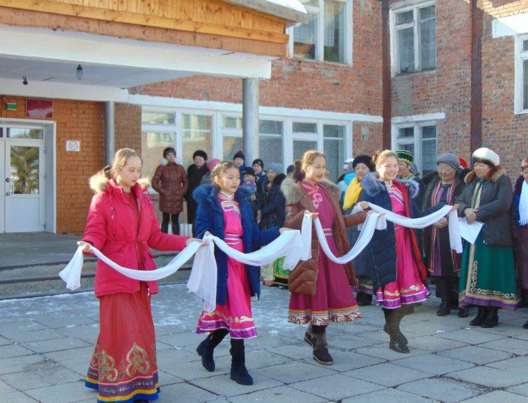 Команда школьников на празднике Сагаалган 2017